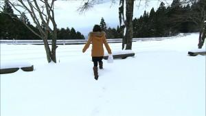 なぜか雪の中に